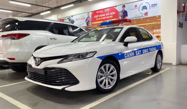 Sau VinFast Lux, đến lượt Toyota Camry 2020 được chọn làm xe CSGT